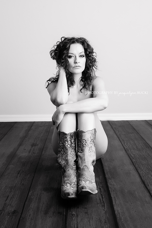 065 robyn boudoir {photography by jacquelynn buck}